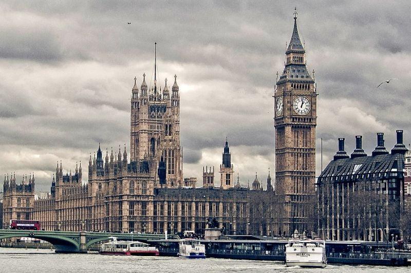 הפרלמנט הבריטי - חוקה