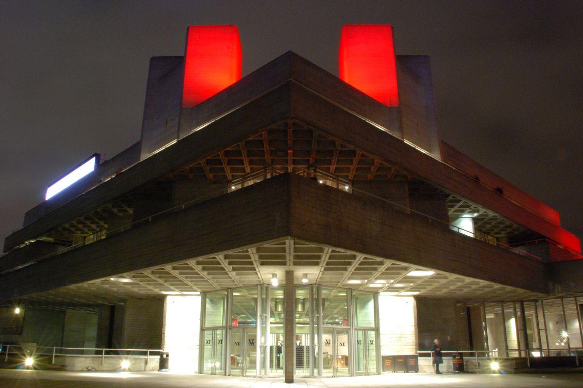 התיאטרון הלאומי - אסטרטגיית יציאה