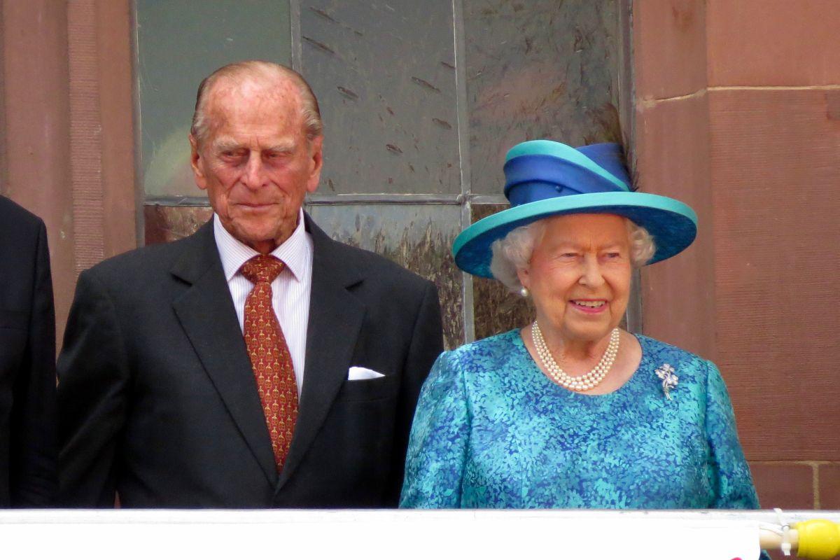המלכה אליזבת' עם הנסיך פיליפ