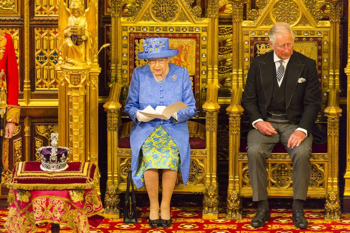 אליזבת' השנייה והנסיך צ'רלס - הסכמת המלכה